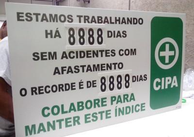 Placa sinalização acidentes